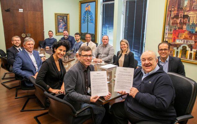 representantes de Curitiba discutem a redução do ISS